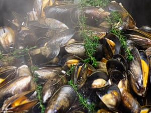 Young (10 and under): Mussels with steam by Evie Grimshaw, United KingdomDinner cooking
