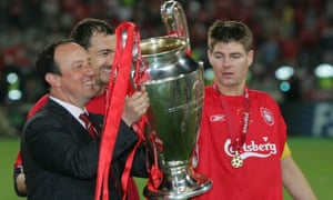 Rafa Benítez parades the Champions League trophy with Steven Gerrard and Jerzy Dudek after Liverpool's victory in 2005.