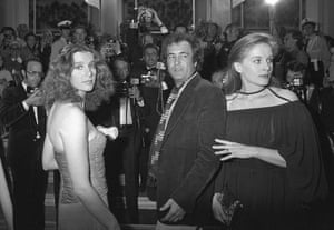 """1976 file photo Italian actress Stefania Sandrelli, left, Italian director Bernardo Bertolucci, center, and French actress Dominique Sanda arrive at the Festival Palace in Cannes to present the Italian film """"Novecento"""", at the 30th Cannes Film Festival in Cannes, France"""