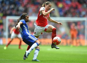 Ana Borges challenges the impressive Vicky Losada of Arsenal.