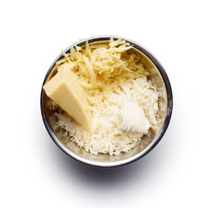Felicity Cloake Aligot 02. Grate the cheeses into a bowl. Lancashire has the requisite tang, while a bit of mozzarella gives it the essential stretch.