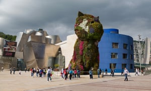 Jeff Koons Puppy outside the Guggenheim Museum