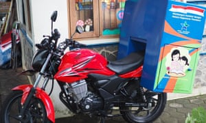 A motorcycle with a book delivery box on the back