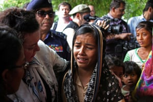 Karen Pierce meeting a Rohingya refugee in Bangladesh in April