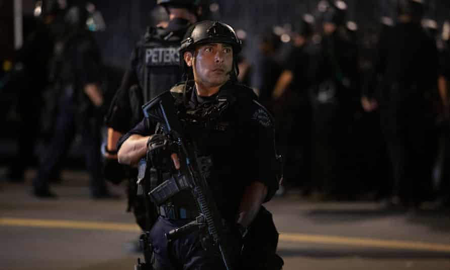 LAPD arrive to arrests protesters for curfew violations after a day of peaceful protests against police brutality in Los Angeles, 2 Jun 2020