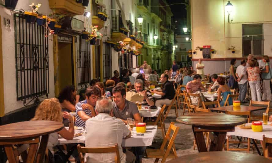 People in terraces in Plaza Tio de la Tiza, Taberna Tio de la Tiza, at night, Cadiz, Andalusia, Spain