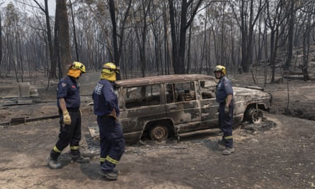 Fire and rescue team inspects damage around Torrington in Glen Innes