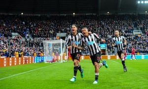 Ayoze Pérez (left) celebrates with Kenedy after scoring the only goal of the game