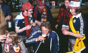 Denis Law shares a beer with Scotland fans at the 1978 World Cup.