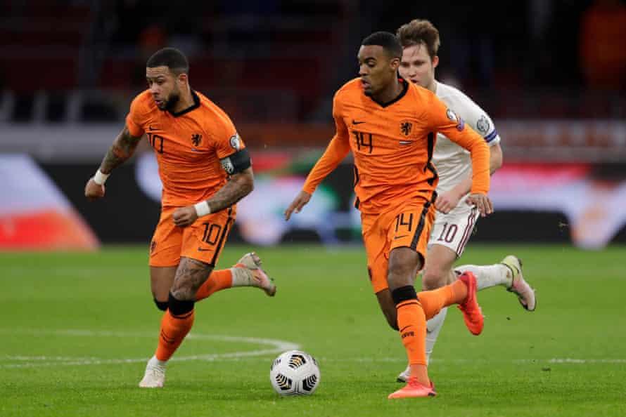 Ryan Gravenberch on the ball for the Netherlands against Latvia.