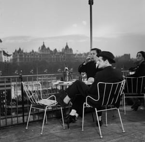 Hugh Casson, the festival's director of architecture, enjoys drinks on the terrace overlooking Victoria Embankment. The Antelope chairs designed by Ernest Race were used all over the site.(GNM Archive ref: JHB/1/3/43 box 3)