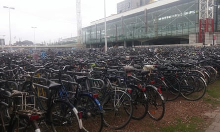 Велопарковка вокзал Гента