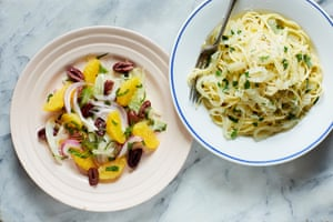 Fennel, mint and orange salad, spaghetti with onions.