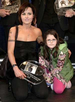O'Riordan with her daughter Molly Dolores O'Riordan after winning an Ebba award in 2008