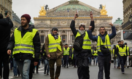 Gilets jaunes protest in front of the Paris Opera.