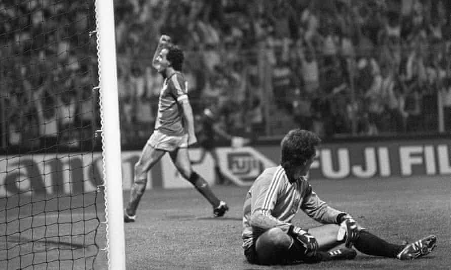 Michel Platini scores past Yugoslavia at Euro 84.