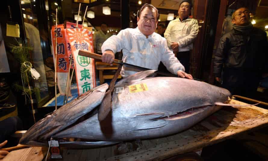 Sushi restaurateur Kiyoshi Kimura displays a 190kg bluefin tuna at his restaurant near Tokyo's Tsukiji fish market