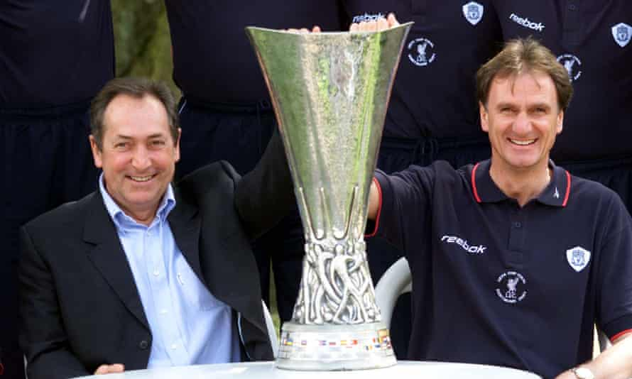 Gérard Houllier and Phil Thompson pose with the Uefa Cup after winning the final in 2001.