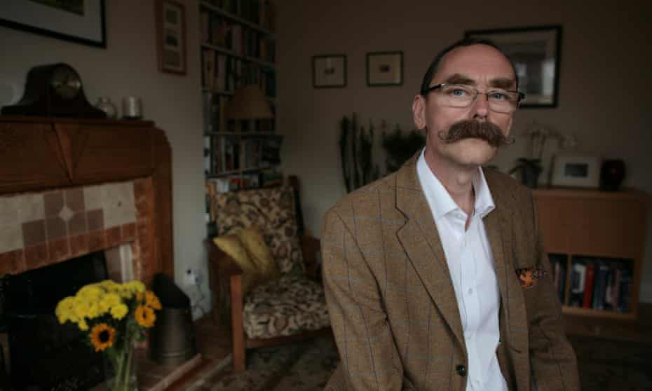 .Tom Cutler Author At his home, Brighton. 02-10-2012 Photograph by Martin Godwin.
