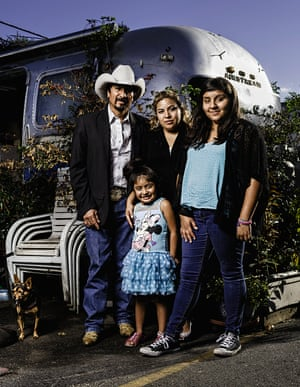 Photograph of Don Roberto Munoz and family