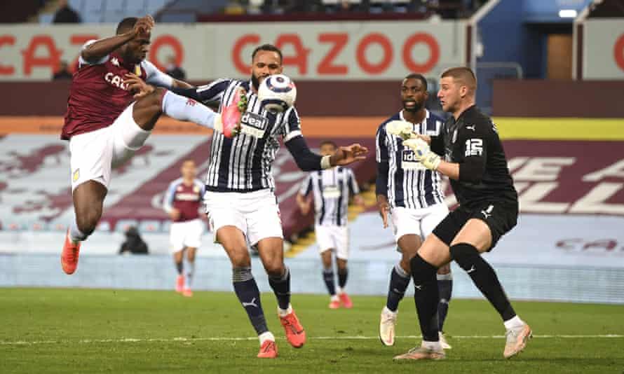 Keinan Davis shoots past Sam Johnstone to score Aston Villa's second goal.
