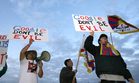 Students for a Free Tibet protest against Google's decision to censor internet search engine results in China