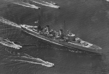HMAS Perth arriving in Port Jackson, Sydney.