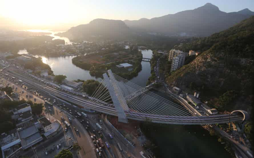 The cable-stayed bridge that will carry the new Metro Line 4 subway line into Rocinha.