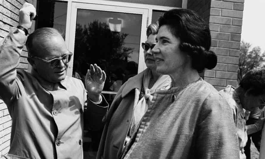 Harper Lee visiting Holcomb, Kansas, with her friend Truman Capote, 1967, for the filming of In Cold Blood.