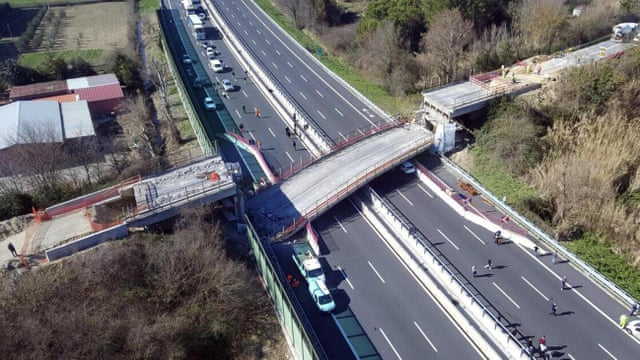 Motorway bridge collapse in Italy kills couple | World news | The Guardian
