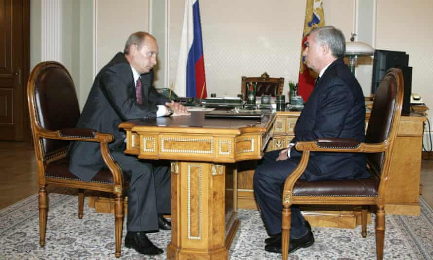 Vladimir Putin and the Transneft oil company president, Semyon Vainshtok, pictured in 2007.