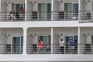 Passengers from the Silver Shadow cruise ship in quarantine in Recife.