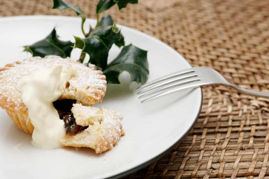 Mince pie with cream