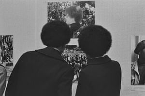 Pirkle Jones, Crowds viewing The Black Panthers: A Photographic essay show at de Young Museum.