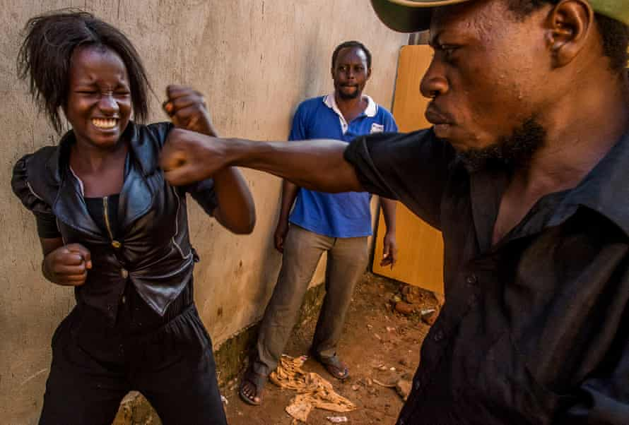 Ritah, the heroine of Who killed Captain Alex rehearses the Kung Fu fight against Kasekende Mustafa KATWALO aka Mustafa Lee