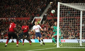 Manchester United goalkeeper David de Gea (right) looks on as Tottenham Hotspur's Harry Kane (not pictured) scores