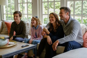 Nick Robinson, Talitha Bateman, Jennifer Garner and Josh Duhamel in Love, Simon.