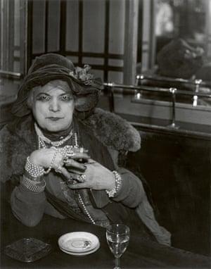 La Mome Bijou, Bar de la Lune, Montmartre, 1932