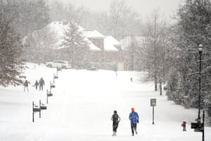 Nolensville, USJoggers run down a street empty of cars, a second winter storm in a week is bringing more snow to much of Tennessee
