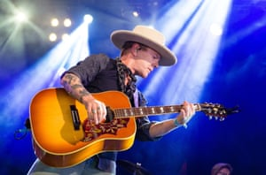 Kiefer Sutherland performs on Avalon Stage on day 4