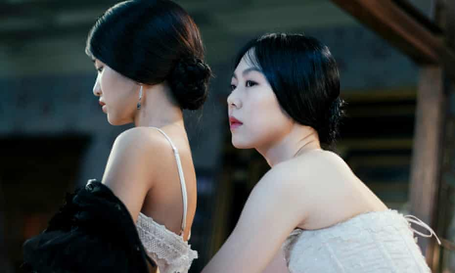Kim Min-hee and Kim Tae-ri in The Handmaiden (2016).