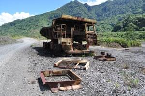 A rusted truck in Panguna, 2010.