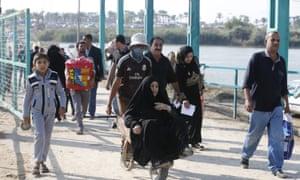 Sunni Muslims fleeing violence in Ramadi, western Iraq, last week cross a bridge on the outskirts of Baghdad.