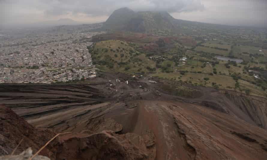Una vista del creciente suburbia del Cerro del Molcajete.