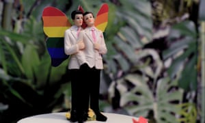 """""""Gay Wedding"""" Exhibition Dedicated To Civil Unions<br>ROME, ITALY - OCTOBER 21: A Rainbow Cake displayed during the inauguration of the Gay Wedding Fair, the first exhibition in Italy dedicated to civil unions on October 21, 2016 in Rome, Italy. (Photo by Simona Granati/Corbis via Getty Images)"""