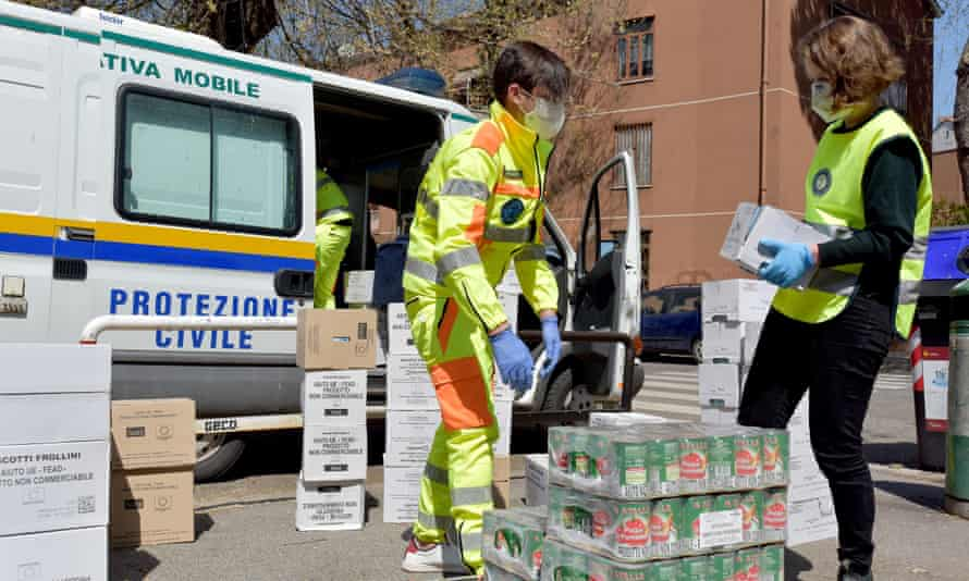 Civil protection volunteers collect food aid for people in economic difficulty, Rome, 6 April 2020