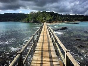 Bridge to Bom Bom. The Atlantic archipelago of São Tomé and Príncipe includes two islands and several islets, among them Bom Bom island – connected by bridge to Príncipe. Since 2012, the island has formed a part of Unesco's Island of Príncipe biosphere reserve.
