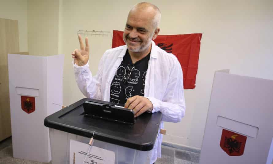 Edi Rama voting in 2017 elections.