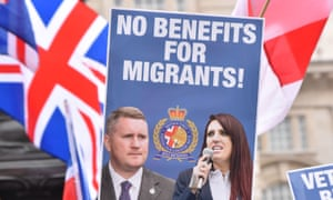 Placard saying: no benefits for migrants