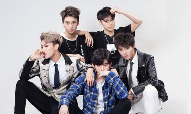 Acrush: the boyband of girls winning hearts in China 1043